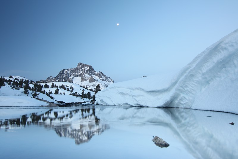 Banner Peak moonset