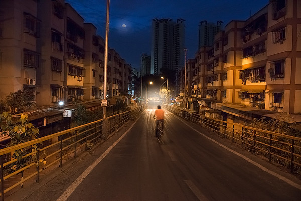 A very early morning (about 5am) at Veena Nagar (near Mulund Check Naka), Mulund West (Mumbai)