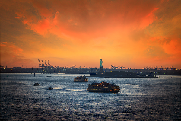 Liberty statue from Brooklyn bridge, New York City