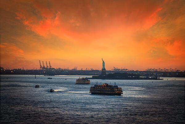 Liberty statue from Brooklyn bridge, New York City