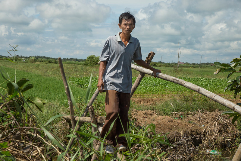 Bui Van Nham is a rice farmer in Ben Tre province. He recieved a Mercer prosthetic in 2015 and has returned to work in his fields with ease.