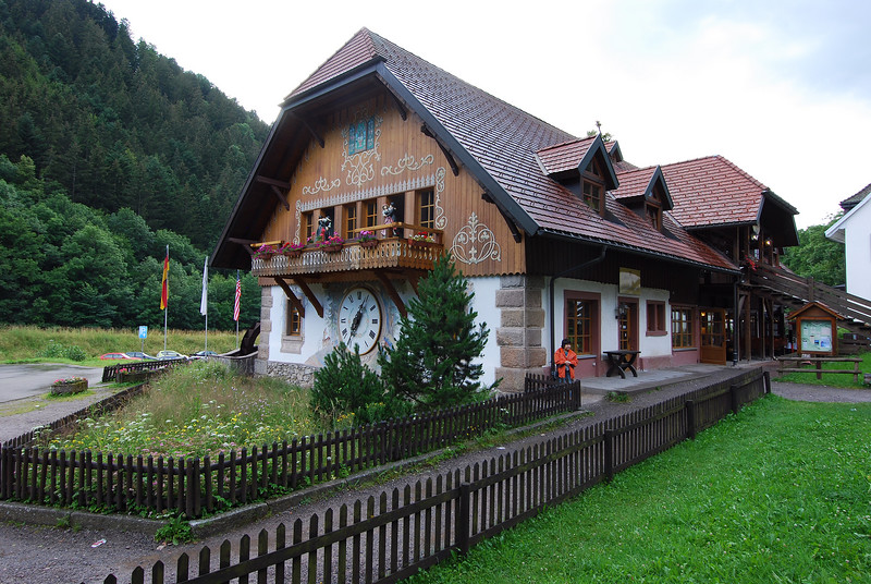 Where th cuckoo clocks are made and sold