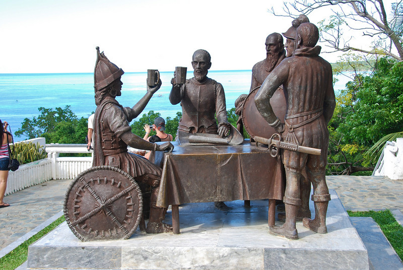 Blood compact statue