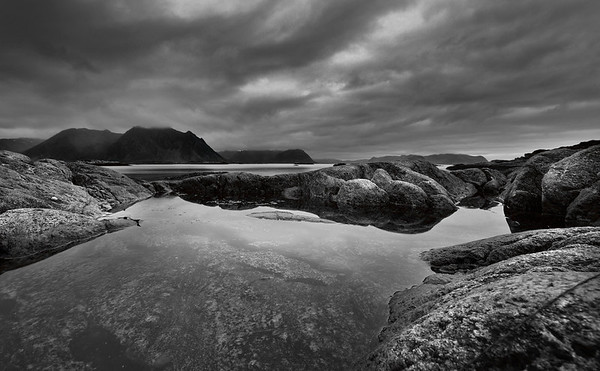 Grim and Grey - our last full day. In desperation I sat the camera directly down on the rock at the edge of the pool and balanced it with a mussel shell.