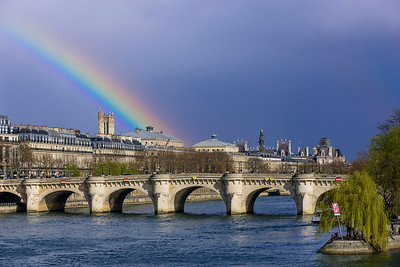 France, Paris (75), Pont Neuf, Arc en ciel sur la Tour Saint-Jacques, le Pont Neuf et Hotel de Ville // France, Paris, Pont Neuf, rainbow of Saint-Jacques tower, the Pont Neuf bridge and Hotel de Ville, Paris' townhall