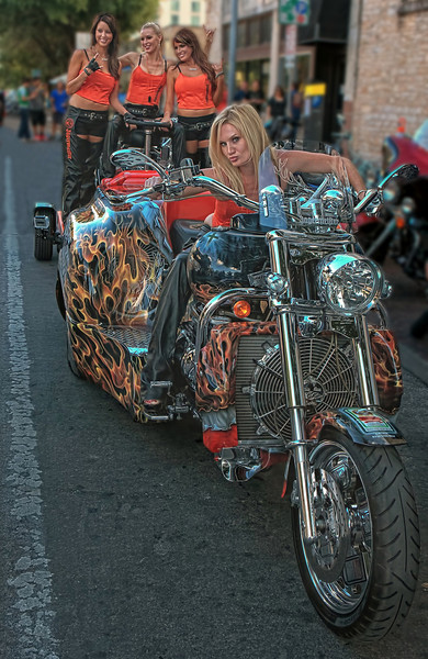 <b>UT Ladies Biker</b>