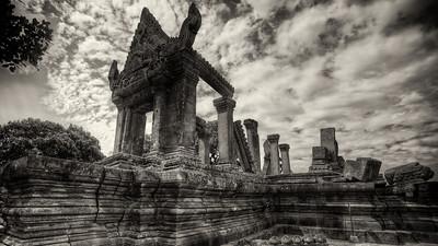 Prasat Preah Vihear - An Ancient Khmer Temple On The Edge
