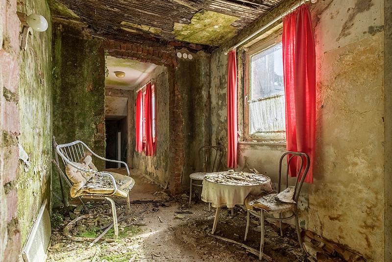 Bad decay hotel