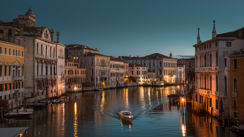 Night Cab on Canal Grande