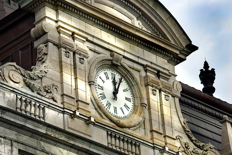 clock montreal  052516_1276 2