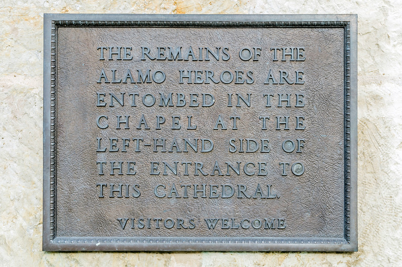 Bronze plaque indicating the final resting place of the heroes of the Alamo