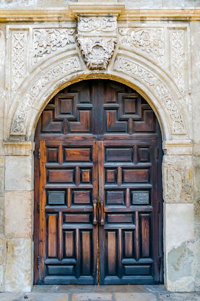 Arched entrance to the Alamo Mission, San Antonio, Texas