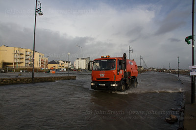 Flooding on Seapoint Promenade