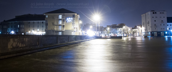 Full flow at Wolfe Tone bridge