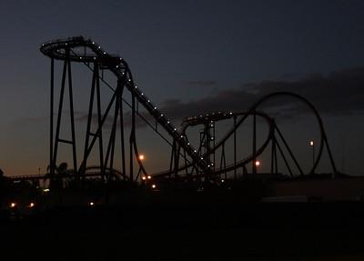 SheiKra at night