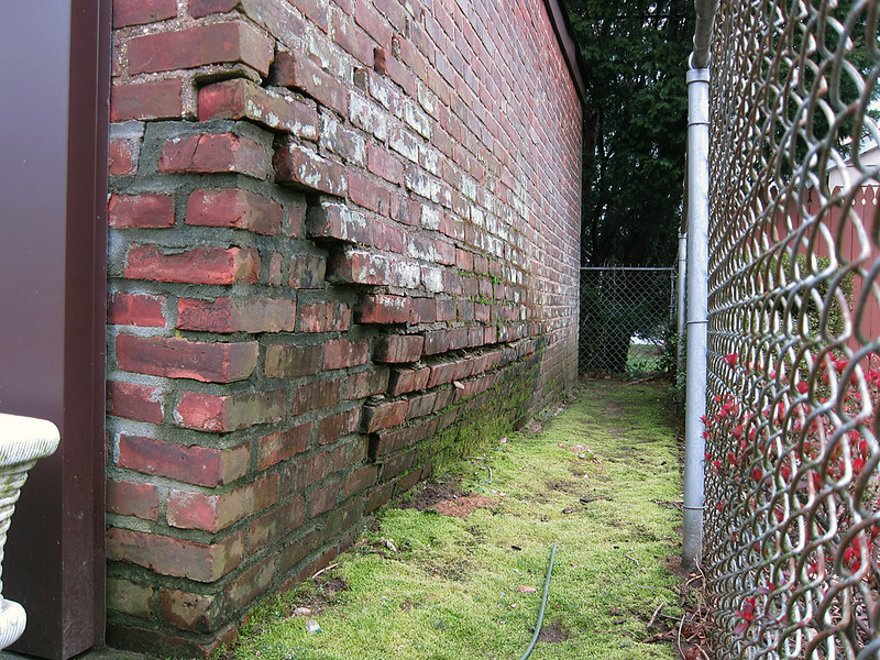 Another shot of the wall showing the bulge. The front corner was repaired but the whole wall really needed to come down.