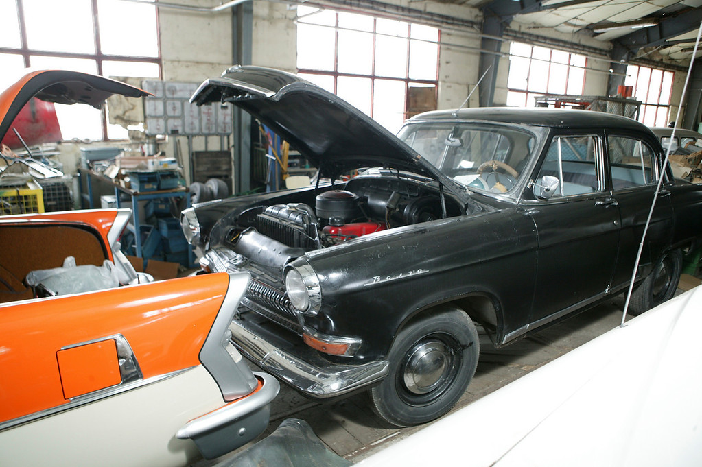 2-13 <br /> A Russian-built 1962 Volga M21, a stylish little sedan that used a transmission based on a Ford three-speed. In 1956, a fleet of M21s were driven 29,000 kilometres across Russia in a highly-publicized effort to promote the cars.