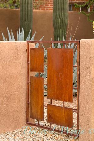 Rusty metal modern gate_4316