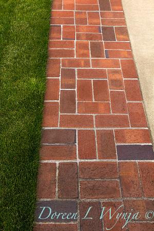 Edging Brick Pathway_003