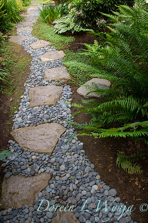 Garden path - Stone and pebbles_1378