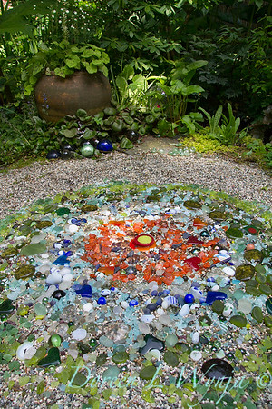 Mosaic art glass in the garden_1525