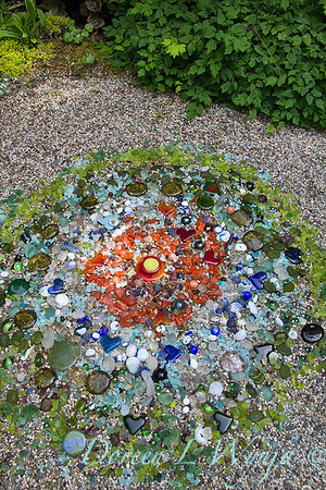 Mosaic art glass in the garden_1522