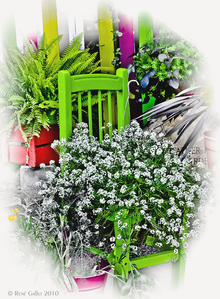 "<center><h2>' Green Chair '</h2> <em> Freehope, AL  12""x16"" on 13""x19""  Fine Arts Paper  Open Edition     ~ Also available as a Note Card ~</center>"