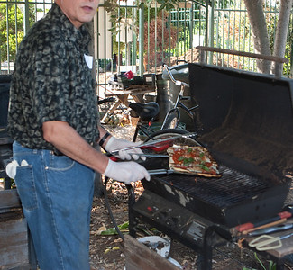 Steve shows us the sample BBQ pizza, just coming off the fire.