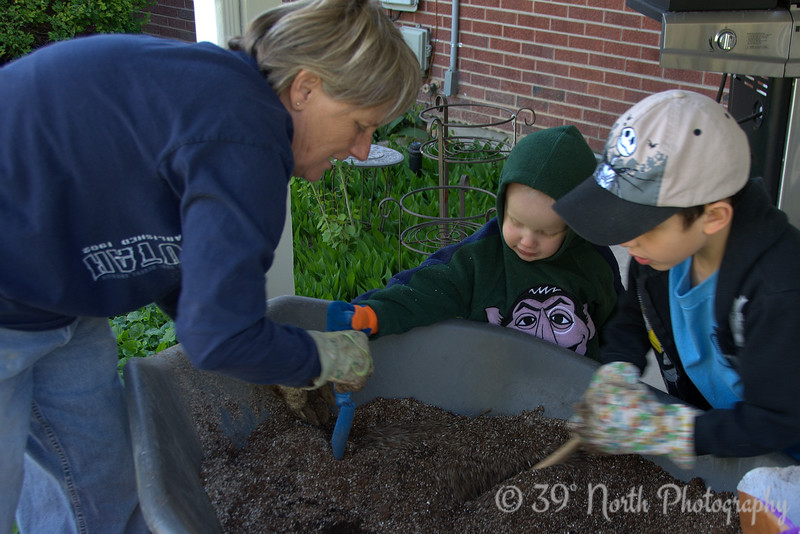 Mixing the soil.