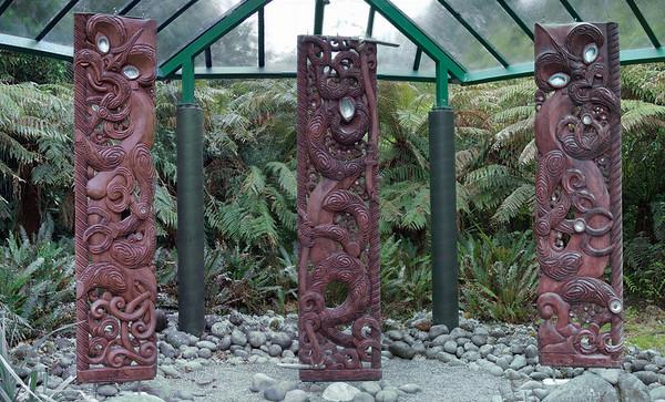 Papa Tuanuku   Tane Mahuta         Ranginui Earth Mother     Lord of the Forest   Sky Father Te Whare Taongas - House of Treasures Pukeiti New Zealand - 27 Oct 2006