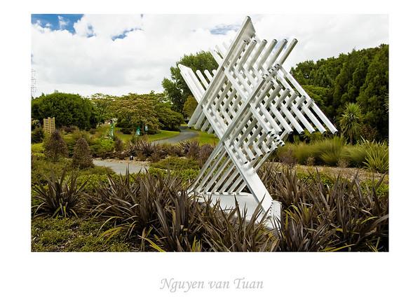 Manulele - Running Bird Filipe Tohi Aluminium Stoneleigh sculpture in the gardens Auckland Botanic Gardens New Zealand - Jan 2008