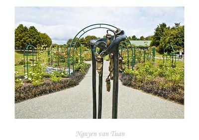 The Long Embrace Samantha Lissett Cast bronze Stoneleigh sculpture in the gardens Auckland Botanic Gardens New Zealand - Jan 2008