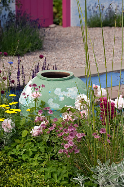 fade pot, with summer planting