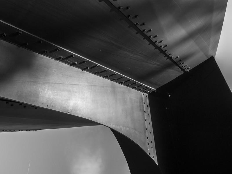 Alexander Calder- The Arch - 1975