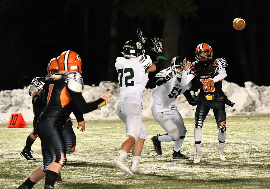 . #10, Malekide Sieng gets off a pass with Oakmont Defenders closing in. Sentinel & Enterprise / Jim Fay