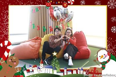 Garena-Christmas-Photobooth-in-Hanoi-Chup-hinh-in-anh-lay-lien-Tiec-Giang-sinh-tai-Ha-noi-WefieBox-Photobooth-Vietnam-038