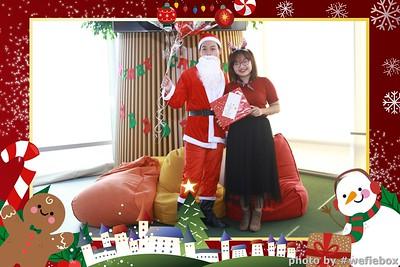 Garena-Christmas-Photobooth-in-Hanoi-Chup-hinh-in-anh-lay-lien-Tiec-Giang-sinh-tai-Ha-noi-WefieBox-Photobooth-Vietnam-039