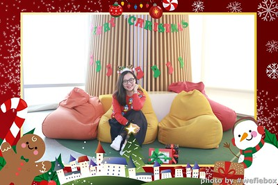 Garena-Christmas-Photobooth-in-Hanoi-Chup-hinh-in-anh-lay-lien-Tiec-Giang-sinh-tai-Ha-noi-WefieBox-Photobooth-Vietnam-032