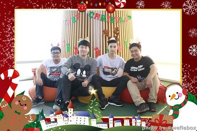 Garena-Christmas-Photobooth-in-Hanoi-Chup-hinh-in-anh-lay-lien-Tiec-Giang-sinh-tai-Ha-noi-WefieBox-Photobooth-Vietnam-046