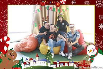Garena-Christmas-Photobooth-in-Hanoi-Chup-hinh-in-anh-lay-lien-Tiec-Giang-sinh-tai-Ha-noi-WefieBox-Photobooth-Vietnam-037