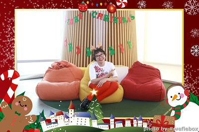 Garena-Christmas-Photobooth-in-Hanoi-Chup-hinh-in-anh-lay-lien-Tiec-Giang-sinh-tai-Ha-noi-WefieBox-Photobooth-Vietnam-040
