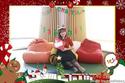 Garena-Christmas-Photobooth-in-Hanoi-Chup-hinh-in-anh-lay-lien-Tiec-Giang-sinh-tai-Ha-noi-WefieBox-Photobooth-Vietnam-041