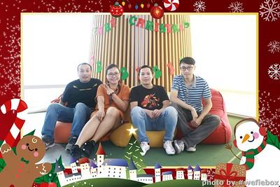 Garena-Christmas-Photobooth-in-Hanoi-Chup-hinh-in-anh-lay-lien-Tiec-Giang-sinh-tai-Ha-noi-WefieBox-Photobooth-Vietnam-043