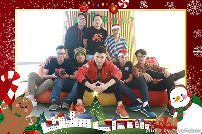 Garena-Christmas-Photobooth-in-Hanoi-Chup-hinh-in-anh-lay-lien-Tiec-Giang-sinh-tai-Ha-noi-WefieBox-Photobooth-Vietnam-047