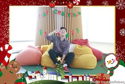 Garena-Christmas-Photobooth-in-Hanoi-Chup-hinh-in-anh-lay-lien-Tiec-Giang-sinh-tai-Ha-noi-WefieBox-Photobooth-Vietnam-029