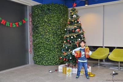 Garena-Christmas-Photobooth-in-Hanoi-Chup-hinh-in-anh-lay-lien-Tiec-Giang-sinh-tai-Ha-noi-WefieBox-Photobooth-Vietnam-001