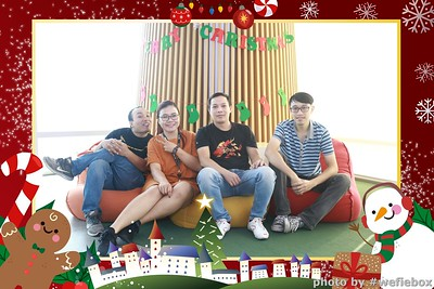Garena-Christmas-Photobooth-in-Hanoi-Chup-hinh-in-anh-lay-lien-Tiec-Giang-sinh-tai-Ha-noi-WefieBox-Photobooth-Vietnam-044