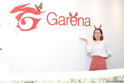 Garena-Christmas-Photobooth-in-Hanoi-Chup-hinh-in-anh-lay-lien-Tiec-Giang-sinh-tai-Ha-noi-WefieBox-Photobooth-Vietnam-014