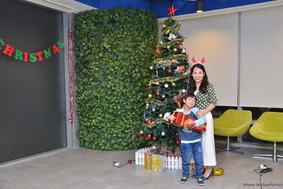 Garena-Christmas-Photobooth-in-Hanoi-Chup-hinh-in-anh-lay-lien-Tiec-Giang-sinh-tai-Ha-noi-WefieBox-Photobooth-Vietnam-002