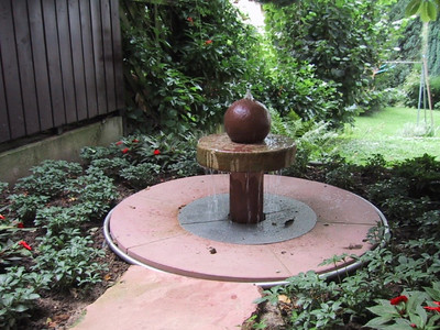 Brunnenanlage mit Quellstein
